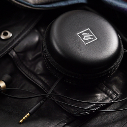 LOW-KEY LUXURY LEATHER EARPHONE STORAGE BAG